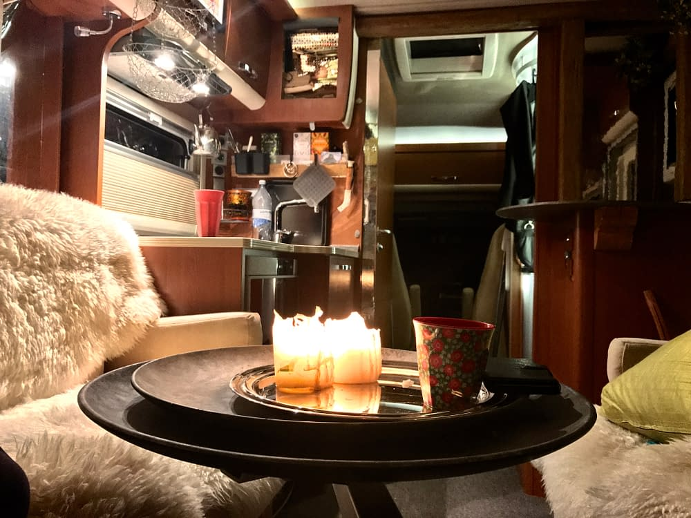 Mobile home interieur at night