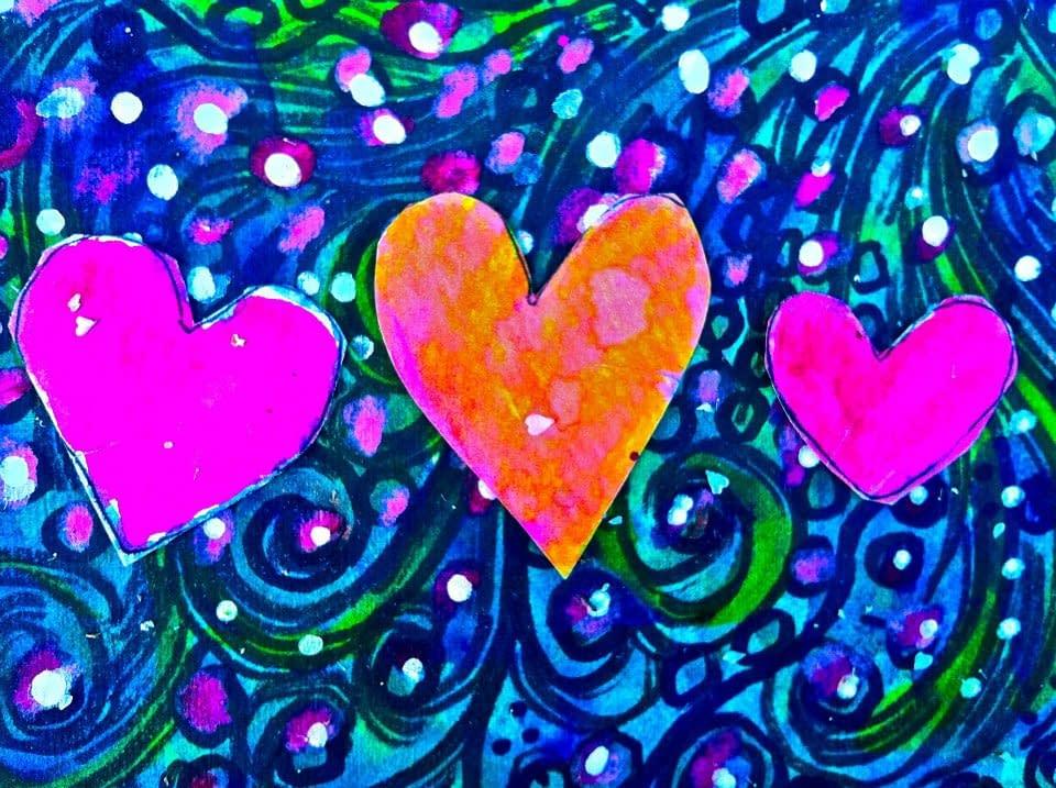 Tre hjärtan bland girlanger
