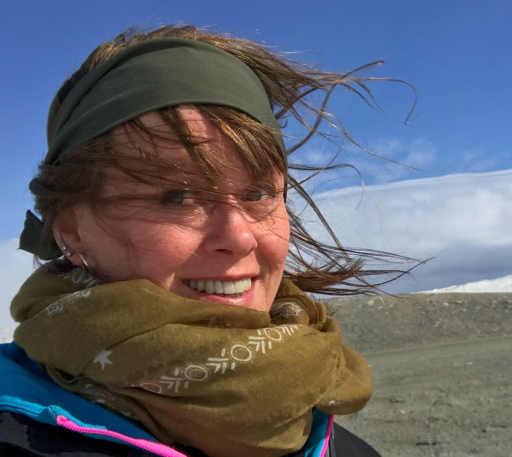 Lycklig i stormen på Sveriges högsta väg