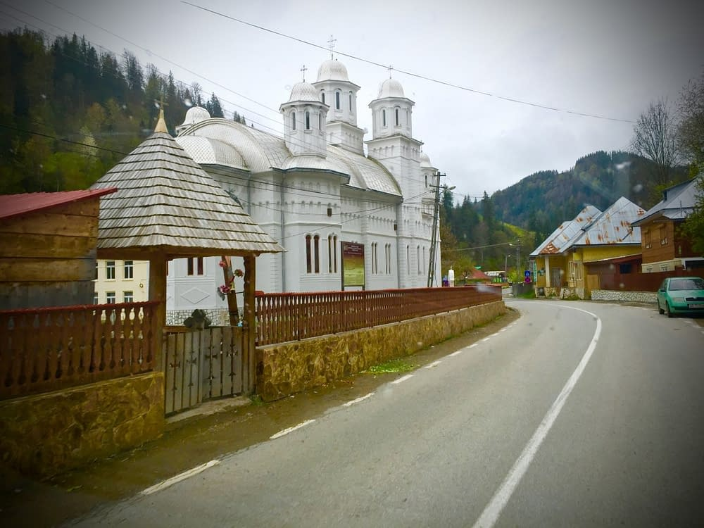 Vita kyrkor i Rumänska Transylvanien.