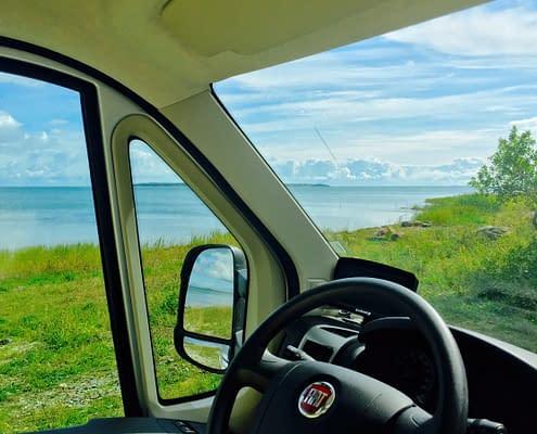 Vyn över havet från husbilen