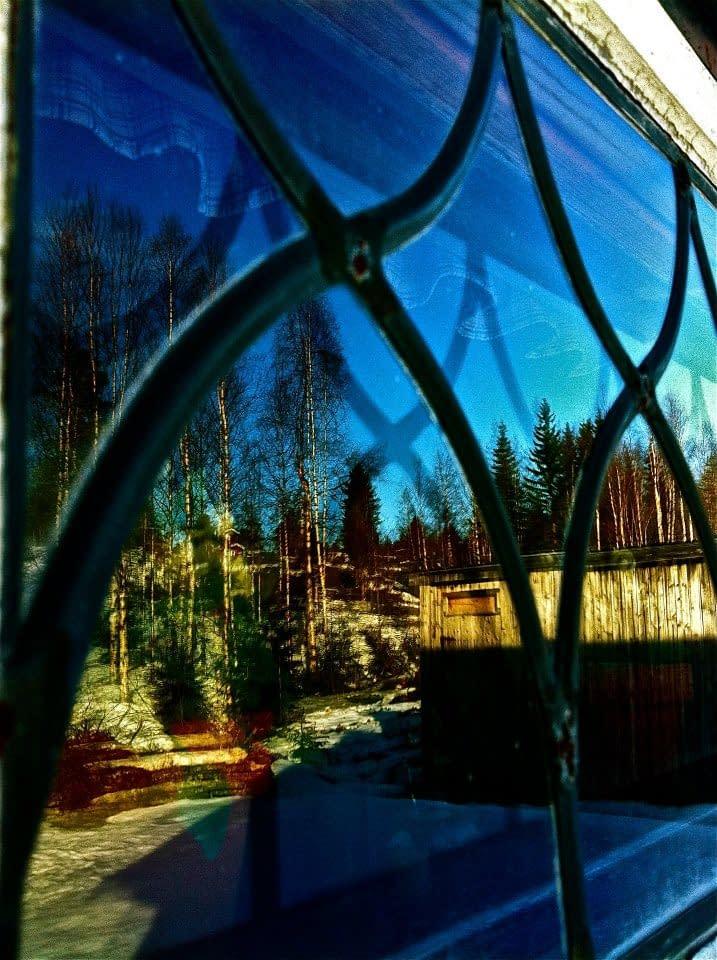 Gammalt blyinfattat fönster