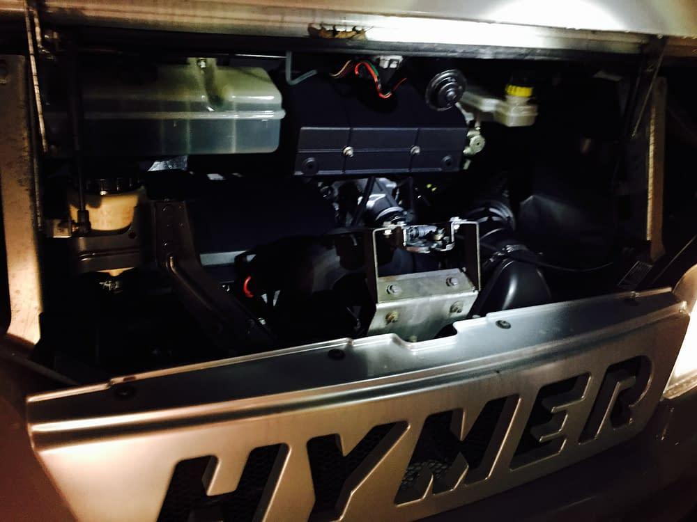 Titta in i bilens motor